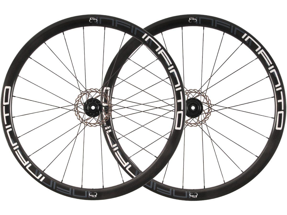 https://www.infinito-cycling.com/wp-content/uploads/2019/01/D4C-Witte-velg-Zwarte-naaf-1.jpg