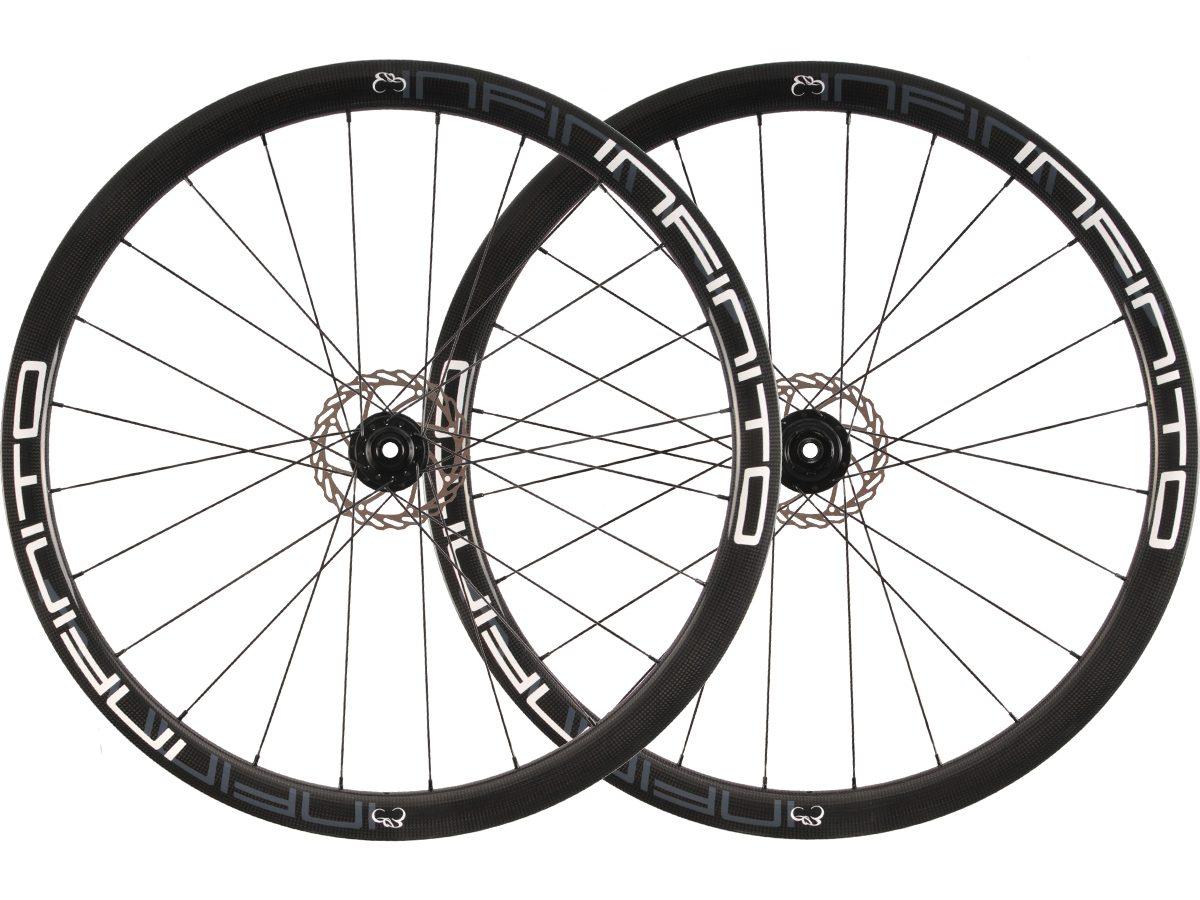 https://www.infinito-cycling.com/wp-content/uploads/2019/01/D4T-Witte-velg-Zwarte-naaf-1.jpg