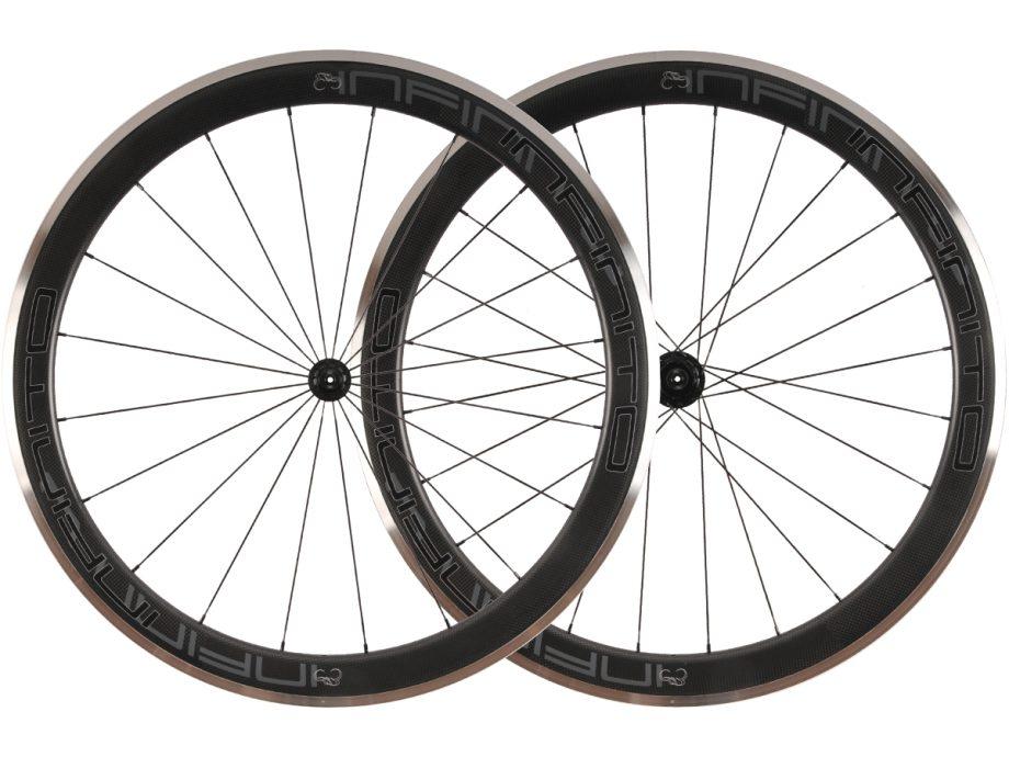 R5AC – Zwarte velg – Zwarte naaf – 1
