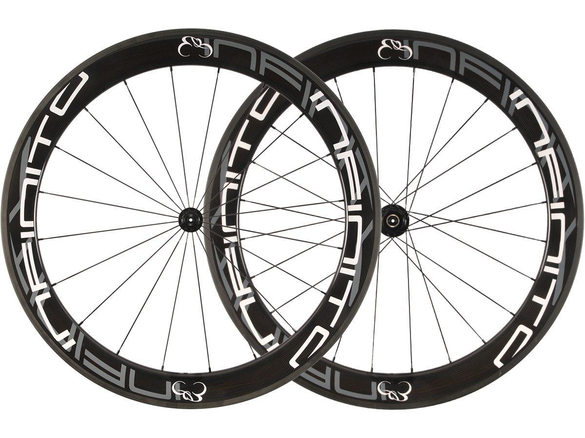 https://www.infinito-cycling.com/wp-content/uploads/2019/01/R6C-Witte-velg-Zwarte-naaf-1.jpg