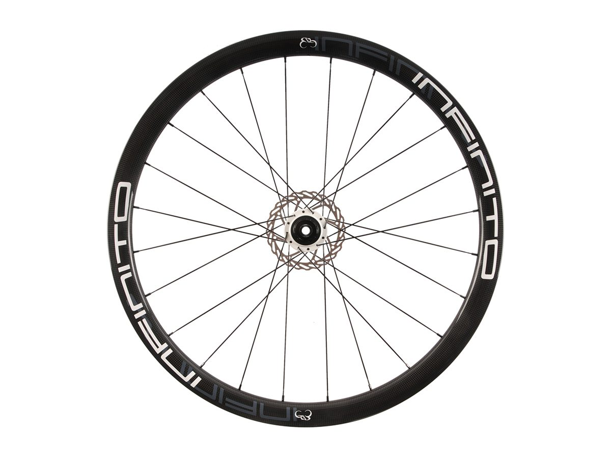https://www.infinito-cycling.com/wp-content/uploads/2019/02/D4C-Witte-velg-Witte-naaf-Rear-1.jpg