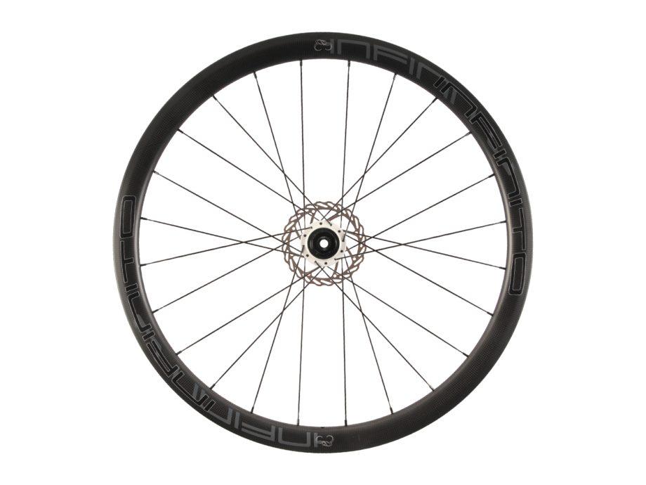 https://www.infinito-cycling.com/wp-content/uploads/2019/02/D4C-Zwarte-velg-Witte-naaf-Rear-1.jpg