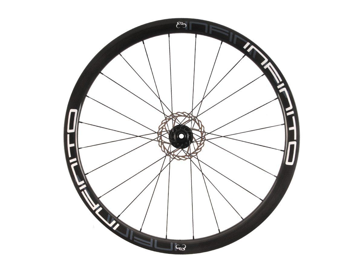 https://www.infinito-cycling.com/wp-content/uploads/2019/02/D4T-Witte-velg-Zwarte-naaf-Front-1.jpg