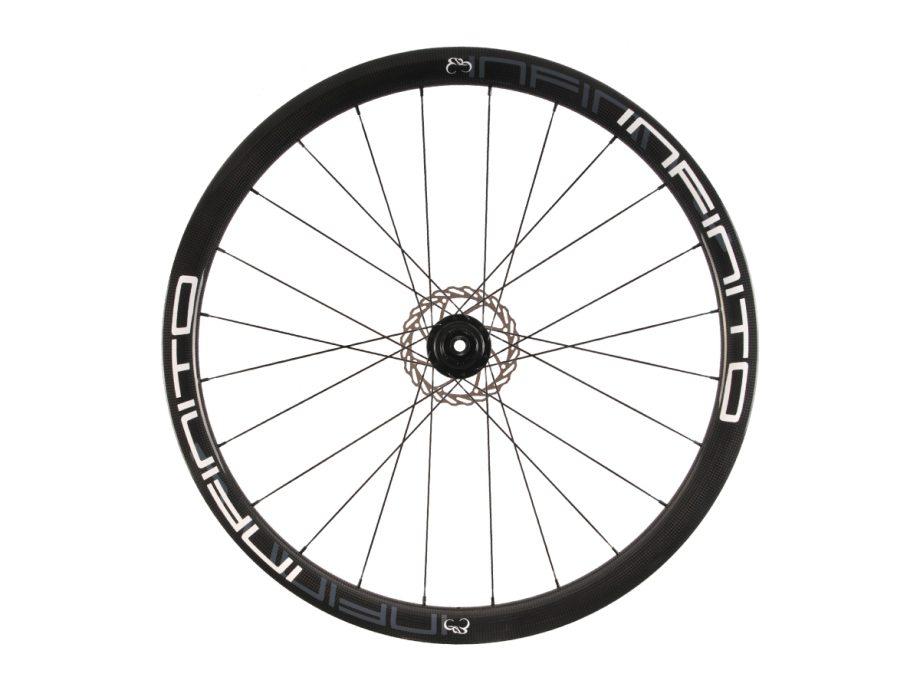 https://www.infinito-cycling.com/wp-content/uploads/2019/02/D4T-Witte-velg-Zwarte-naaf-Rear-1.jpg