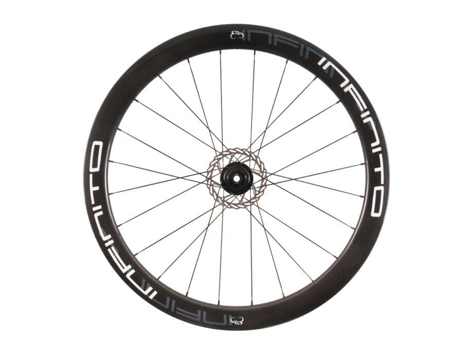 https://www.infinito-cycling.com/wp-content/uploads/2019/02/D5C-Witte-velg-Zwarte-naaf-Rear-1.jpg