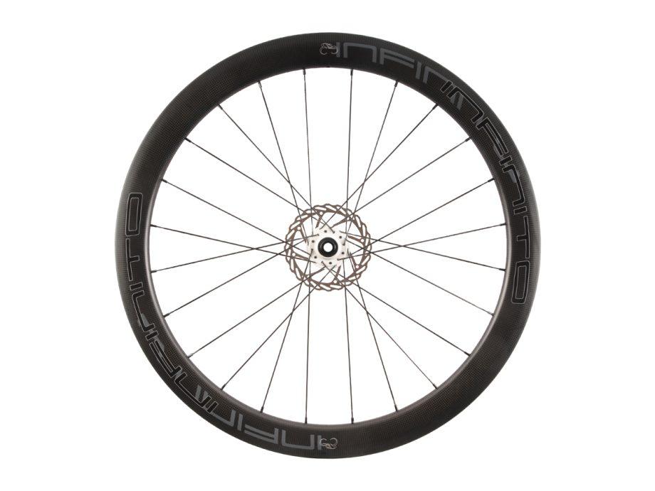https://www.infinito-cycling.com/wp-content/uploads/2019/02/D5C-Zwarte-velg-Witte-naaf-Front-1.jpg