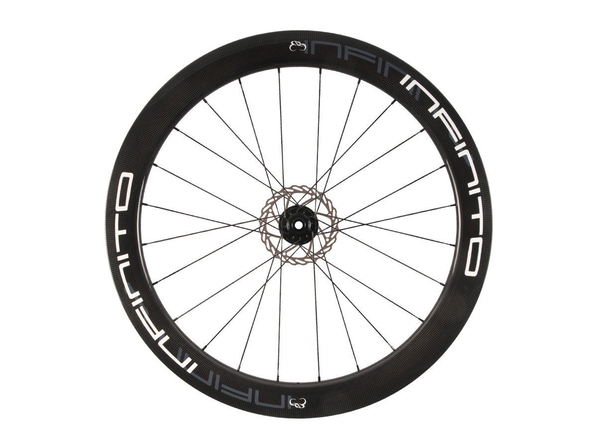 https://www.infinito-cycling.com/wp-content/uploads/2019/02/D6T-Witte-velg-Zwarte-naaf-Front-1.jpg