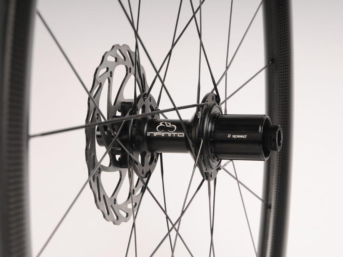 https://www.infinito-cycling.com/wp-content/uploads/2019/02/Disc-zwart-achter.jpg