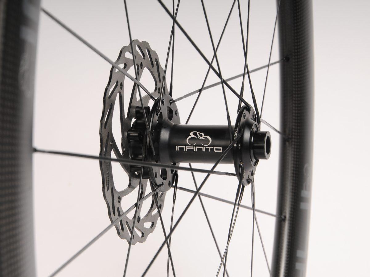 https://www.infinito-cycling.com/wp-content/uploads/2019/02/Disc-zwart-voor.jpg