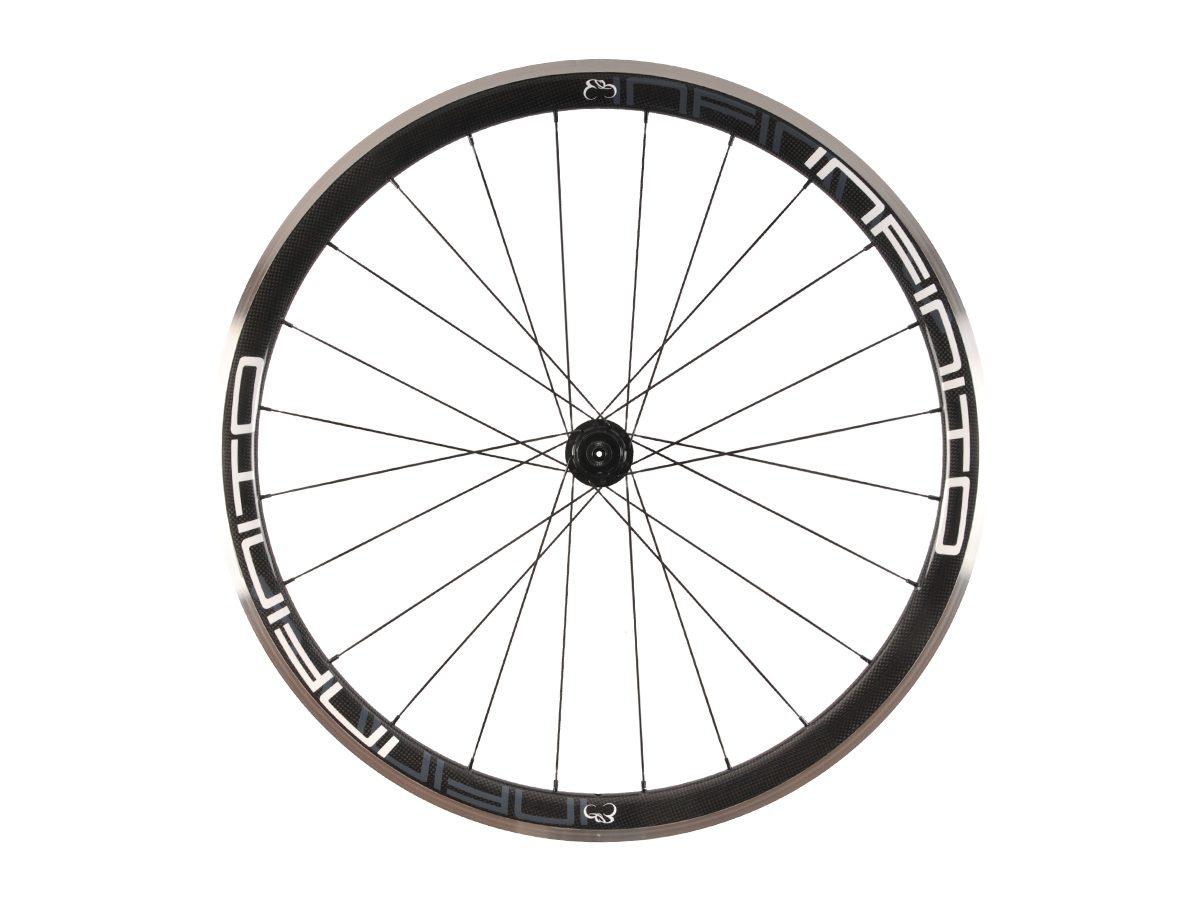 https://www.infinito-cycling.com/wp-content/uploads/2019/02/R4AC-Witte-velg-Zwarte-naaf-Rear-1.jpg