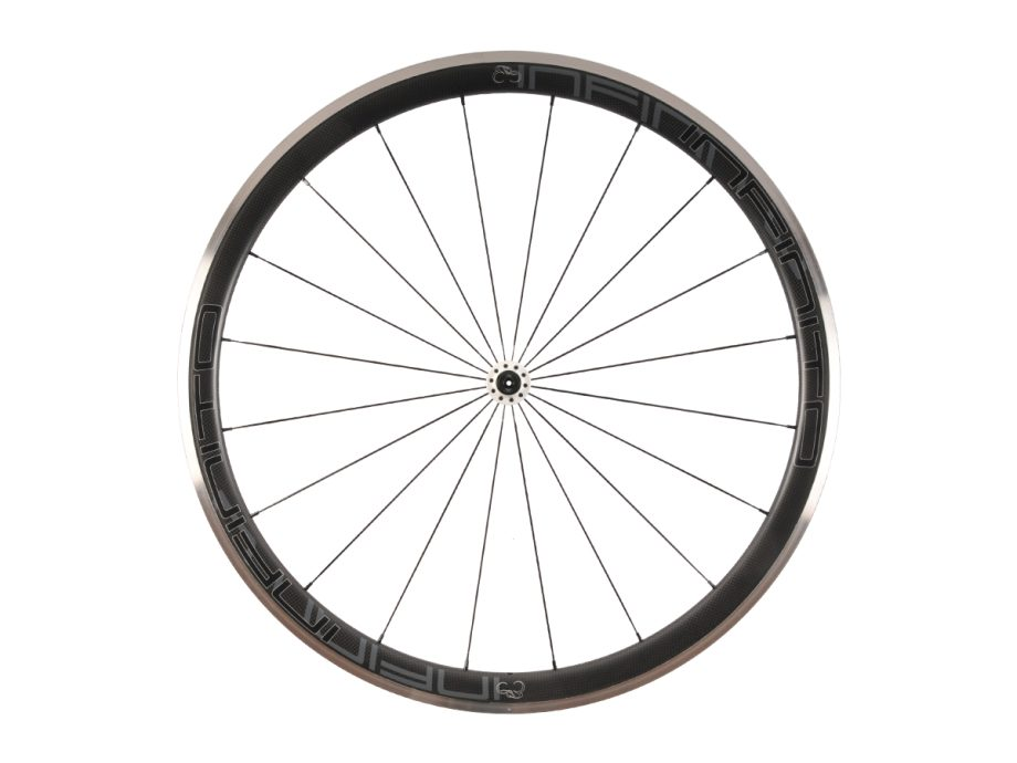 https://www.infinito-cycling.com/wp-content/uploads/2019/02/R4AC-Zwarte-velg-Witte-naaf-Front-1.jpg