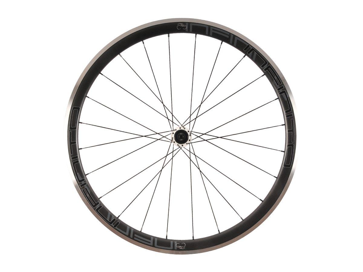 https://www.infinito-cycling.com/wp-content/uploads/2019/02/R4AC-Zwarte-velg-Witte-naaf-Rear-1.jpg