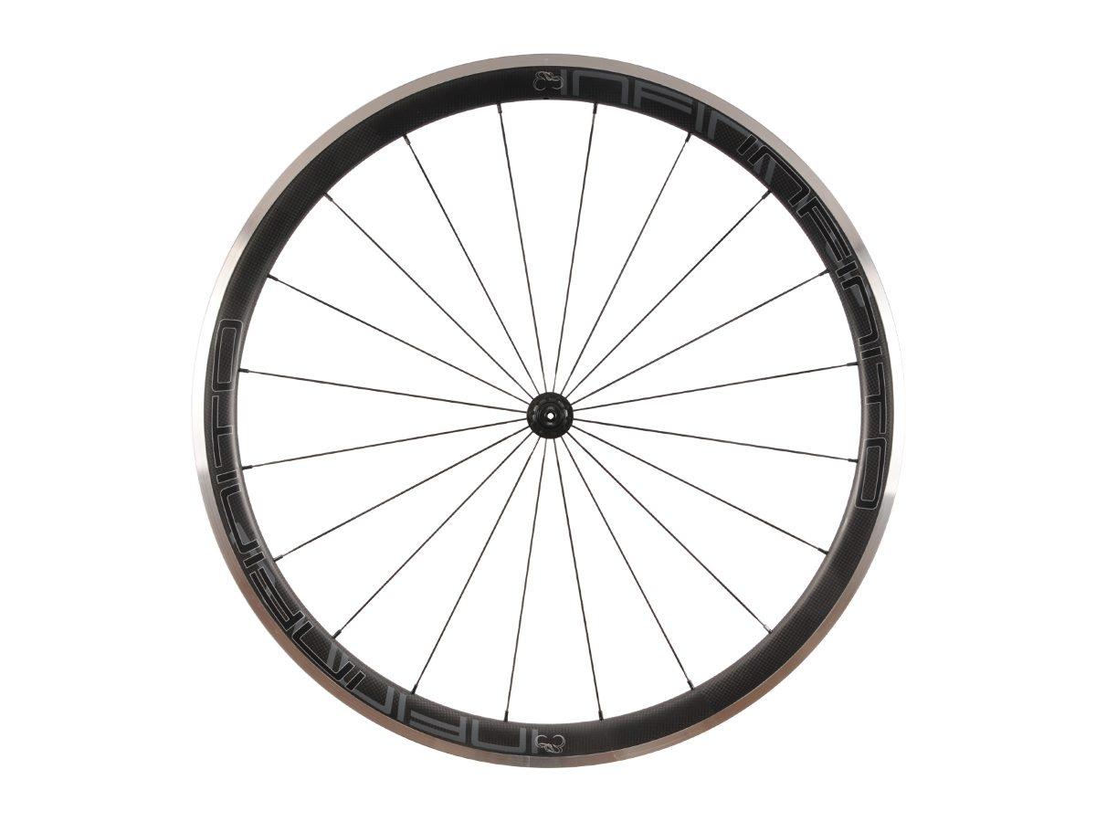 https://www.infinito-cycling.com/wp-content/uploads/2019/02/R4AC-Zwarte-velg-Zwarte-naaf-Front-1.jpg