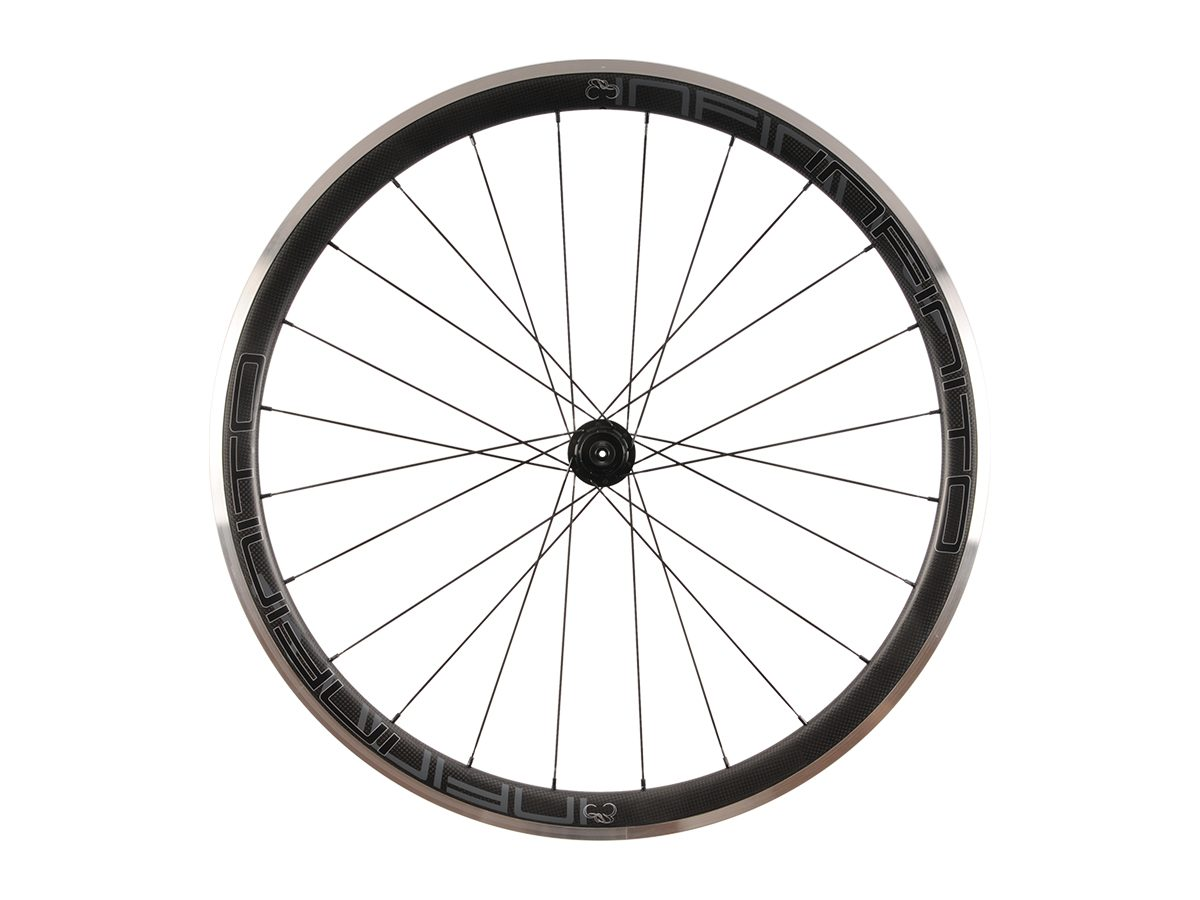 https://www.infinito-cycling.com/wp-content/uploads/2019/02/R4AC-Zwarte-velg-Zwarte-naaf-Rear-1.jpg