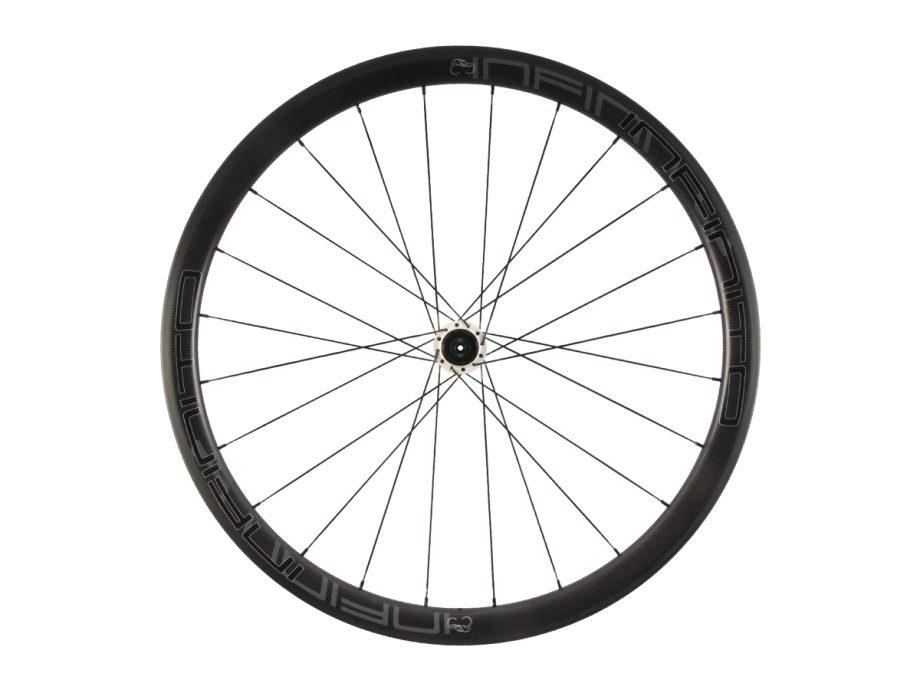 https://www.infinito-cycling.com/wp-content/uploads/2019/02/R4C-Zwarte-velg-Witte-naaf-Rear-1.jpg