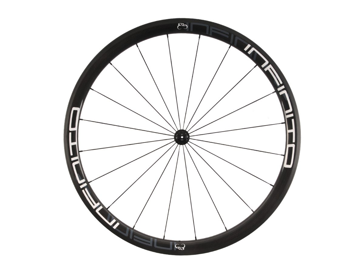 https://www.infinito-cycling.com/wp-content/uploads/2019/02/R4T-Witte-velg-Zwarte-naaf-Front-1.jpg