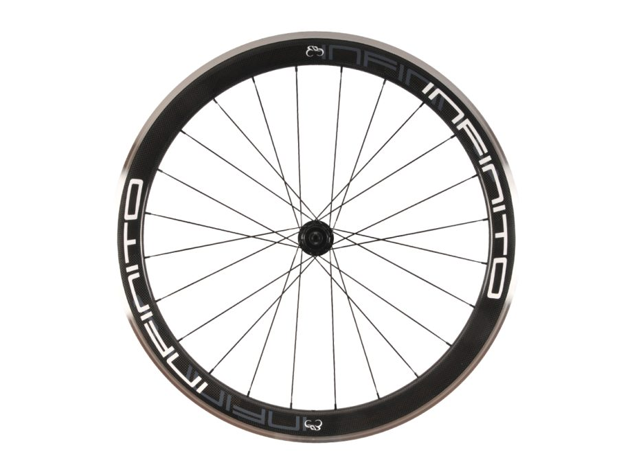 https://www.infinito-cycling.com/wp-content/uploads/2019/02/R5AC-Witte-velg-Zwarte-naaf-Rear-1.jpg