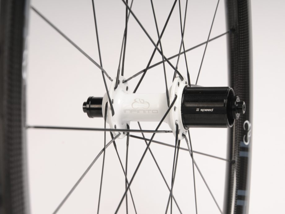 https://www.infinito-cycling.com/wp-content/uploads/2019/02/Velg-wit-achter.jpg
