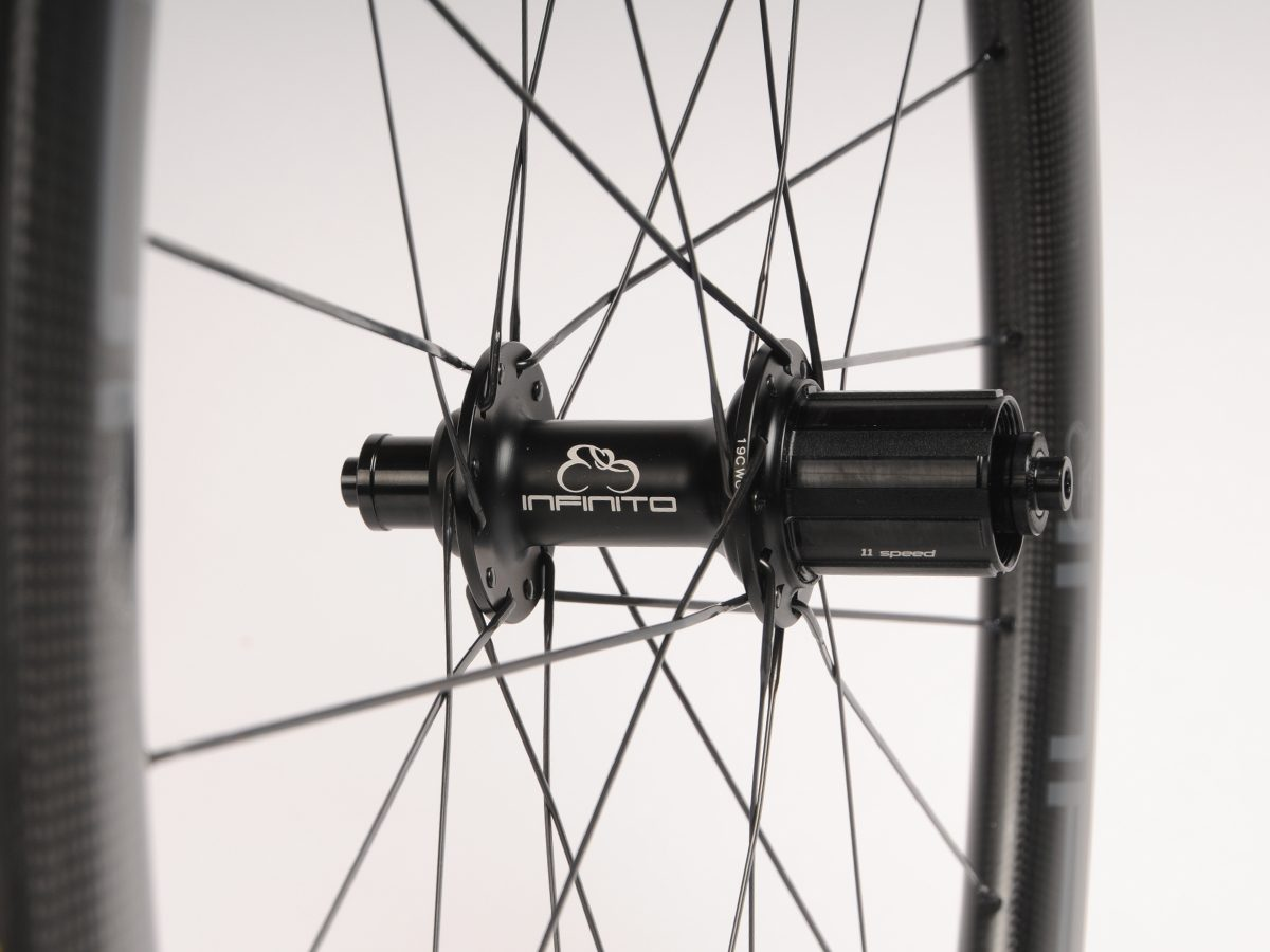 https://www.infinito-cycling.com/wp-content/uploads/2019/02/Velg-zwart-achter.jpg