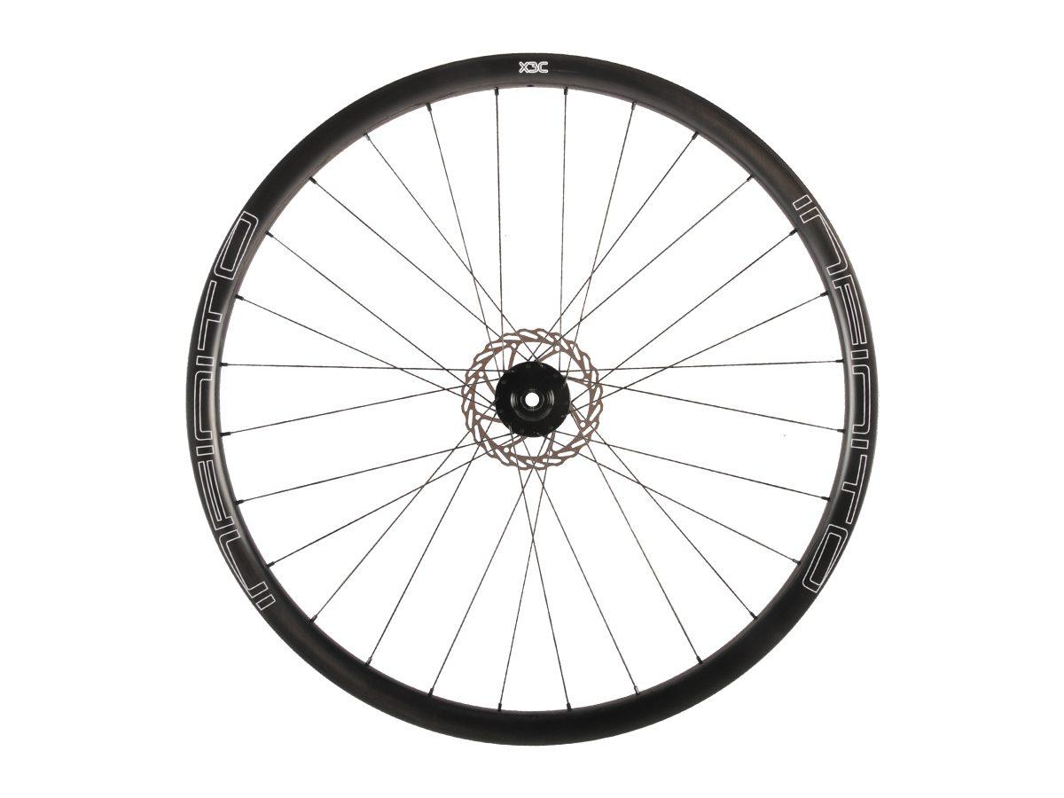 https://www.infinito-cycling.com/wp-content/uploads/2019/02/X3C-Zwarte-velg-Zwarte-naaf-Front-1-1.jpg
